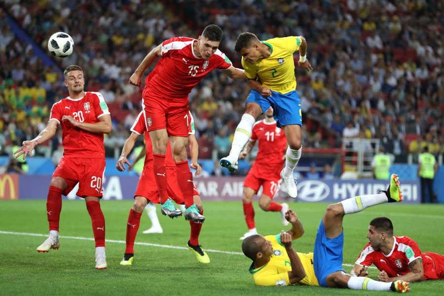 後半にCKからシウバが追加点を奪いブラジルがE組首位通過【写真:Getty Images】