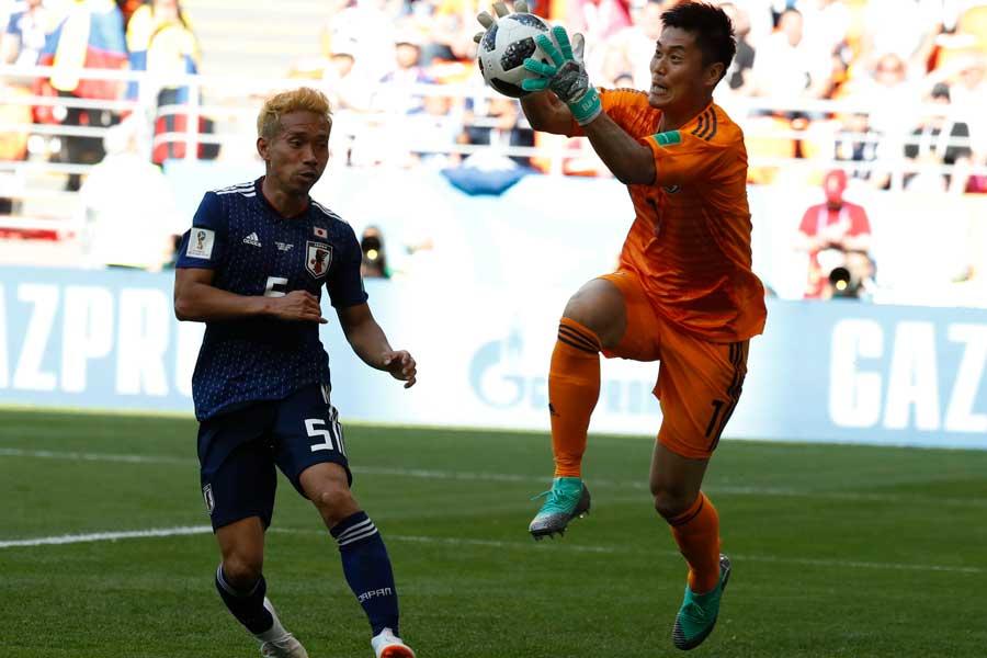 GK川島永嗣は「壁の下を越えた時点でもうかなり厳しいなと思った」と本音を吐露している【写真:AP】