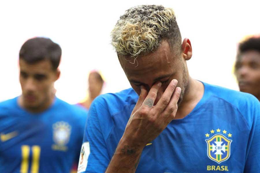 号泣ネイマール、ブラジル代表通算得点数で歴代4位タイに浮上した【写真:Getty Images】