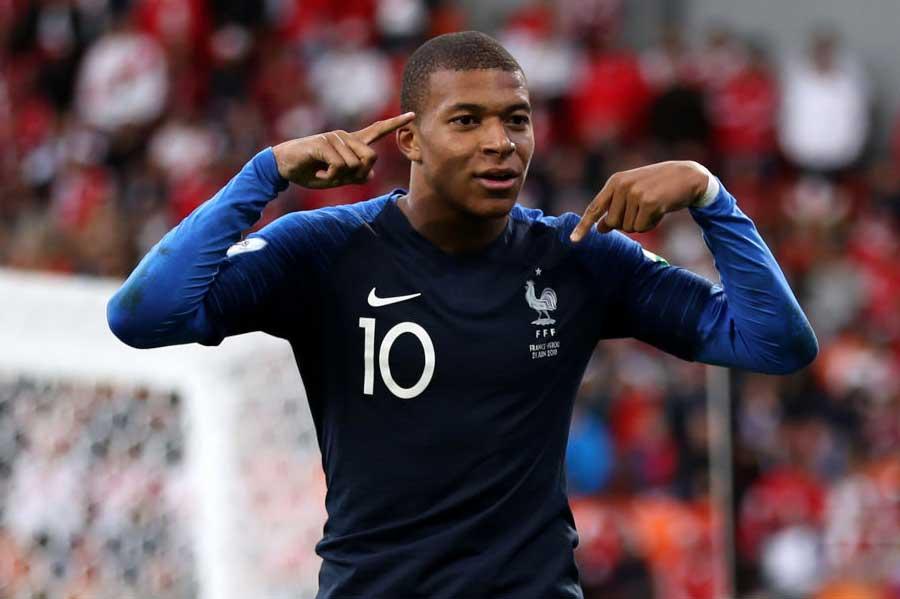 フランス代表19歳のムバッペが、W杯初ゴールを決めた【写真:Getty Images】