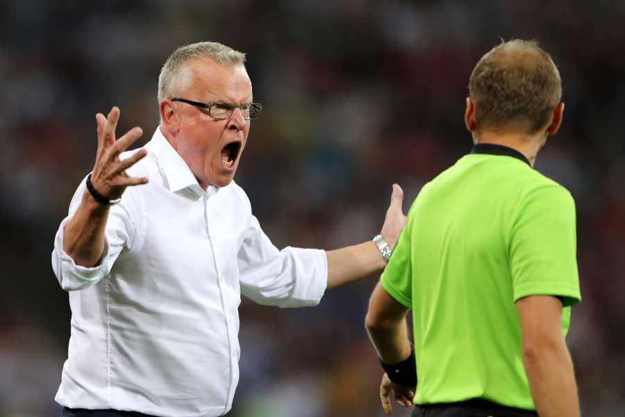 スウェーデンを率いるヤンネ・アンデション監督は試合後、ドイツ代表選手の振る舞いと判定に対する不満を爆発させた【写真:Getty Images】