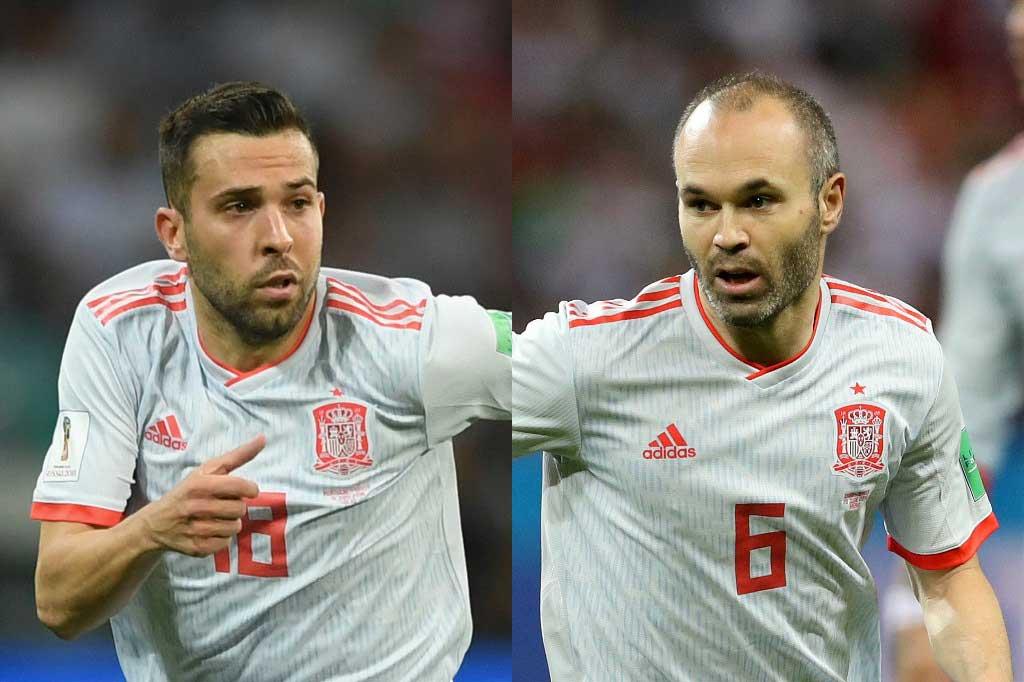 ジョルディ・アルバ(左)は、イニエスタ(右)について「彼は別の次元にいる」と言及した【写真:Getty Images】