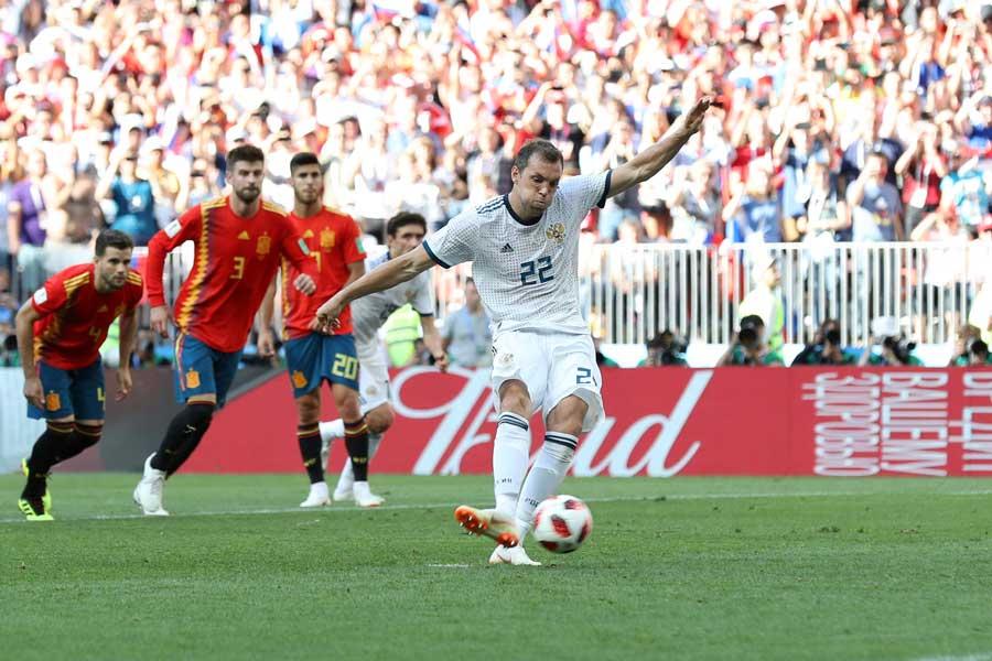 開催国ロシアがPKで同点に追いつき、前半を1-1で折り返した【写真:Getty Images】