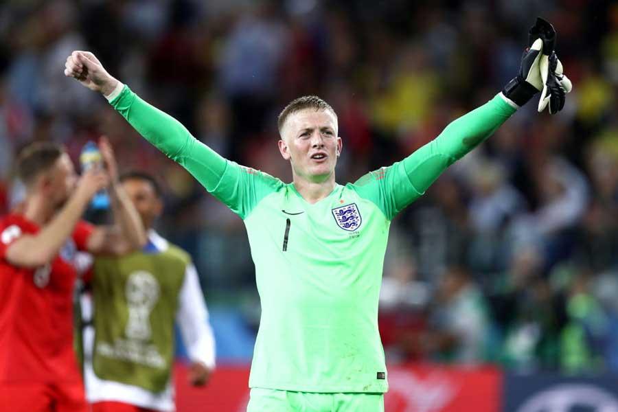 """イングランド代表勝利の立役者となったGKピックフォードのスーパーセーブを導いたのは、""""給水ボトル""""に書かれたメモだったという【写真:Getty Images】"""
