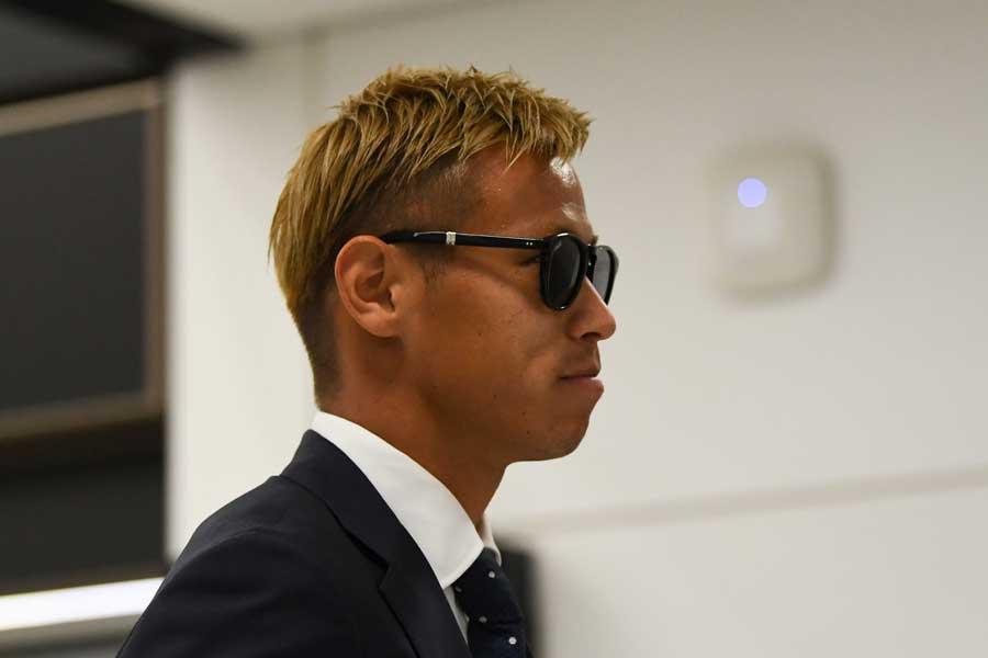 本田は記者会見が行われたホテルに到着後、10分足らずで会場を後にした【写真:Getty Images】