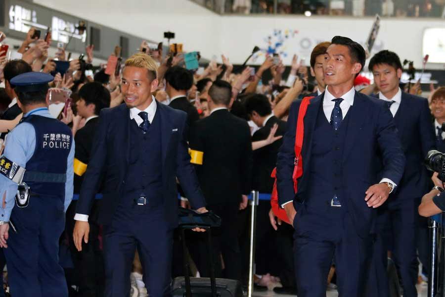 日本代表の帰国に約800人のファンが詰めかけた【写真:AP】