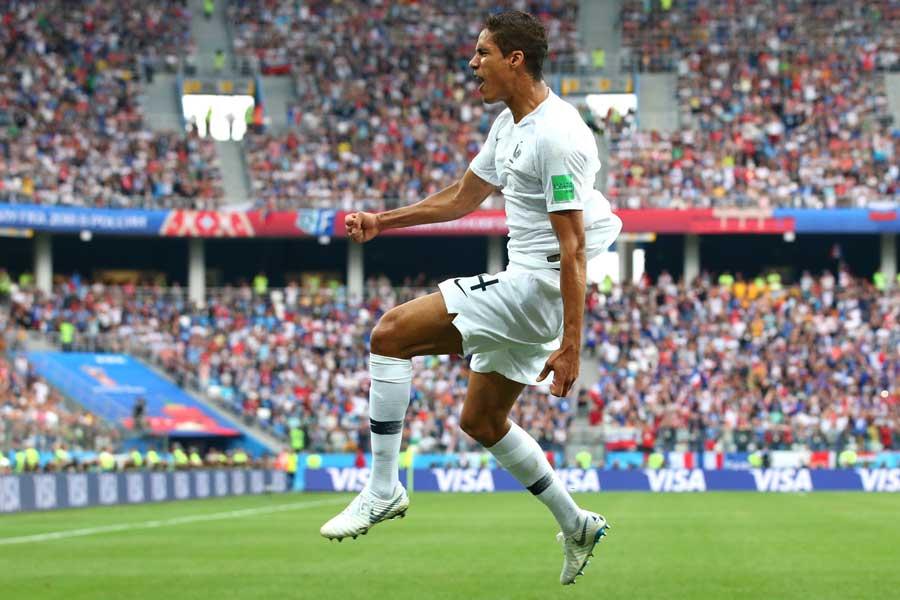 セットプレーから先制したフランスが1-0でリードして前半を終えた【写真:Getty Images】