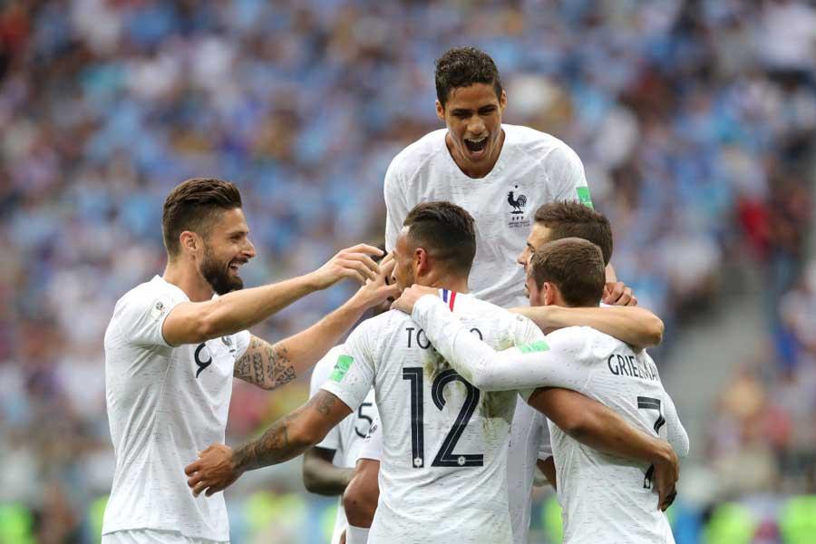 フランスが2-0で3大会ぶりの準決勝進出!【写真:Getty Images】