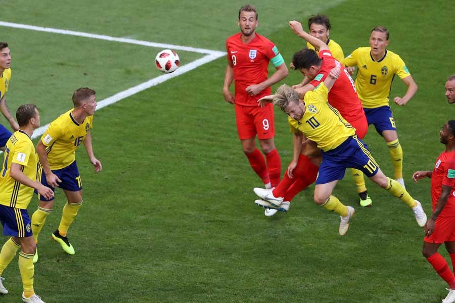スウェーデン戦では、コーナーキックからマグワイアが頭で合わせて先制ゴールを奪った【写真:AP】