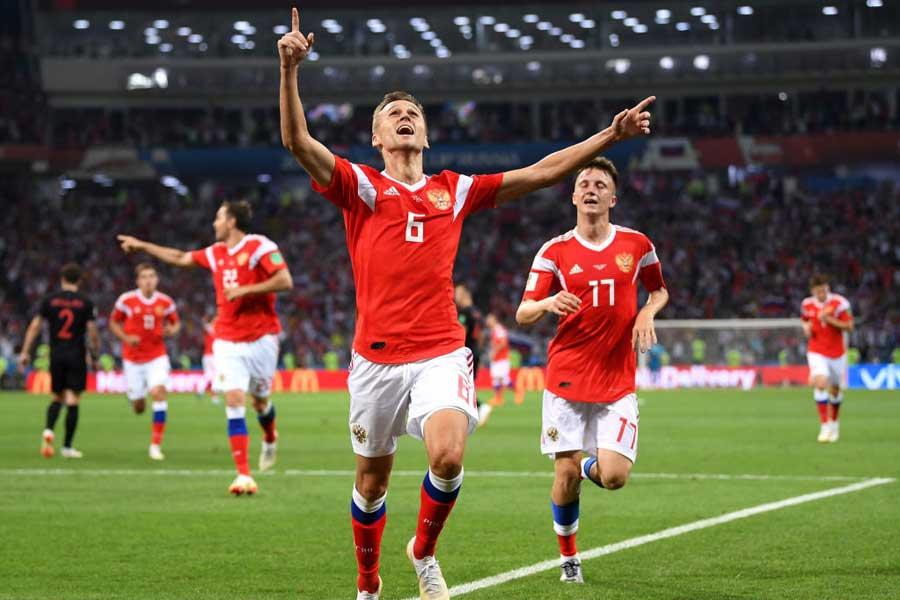 ベスト4最後のイスを争う開催国ロシア対クロアチアの準々決勝は、1-1で前半を終えた【写真:Getty Images】
