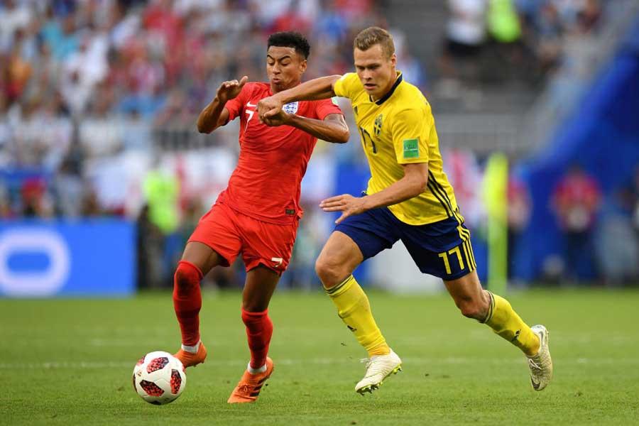 英紙「デイリー・メール」は、イングランド代表の躍進を支える(左)MFリンガードにスポットライトを当てた【写真:Getty Images】