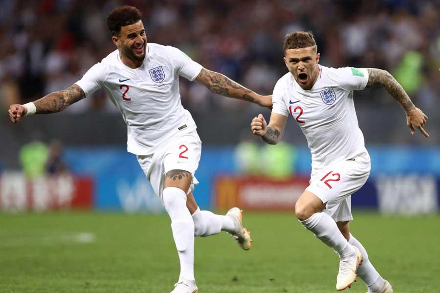 イングランド代表が(右)DFトリッピアーの直接FKで先制して前半を折り返した【写真:Getty Images】