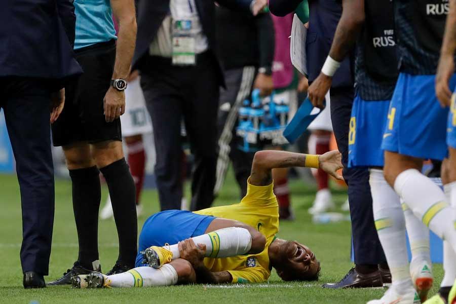 オランダの英雄ファン・バステン氏がブラジル代表FWネイマールに警鐘を鳴らしている【写真:AP】