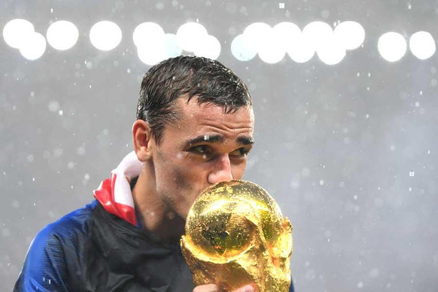 フランス代表FWグリーズマンは、世界一のタイトルに喜びを爆発させていた【写真:Getty Images】
