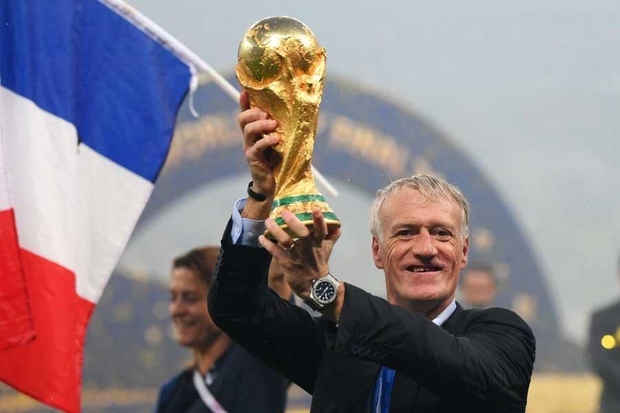 フランス代表デシャン監督は、史上3人目となる選手と監督双方でのワールドカップ優勝を成し遂げた【写真:Getty Images】