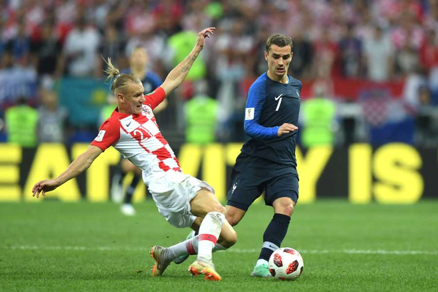 フランス代表グリーズマンは、先制点を導くFKを獲得したが、批判が集まっている【写真:Getty Images】