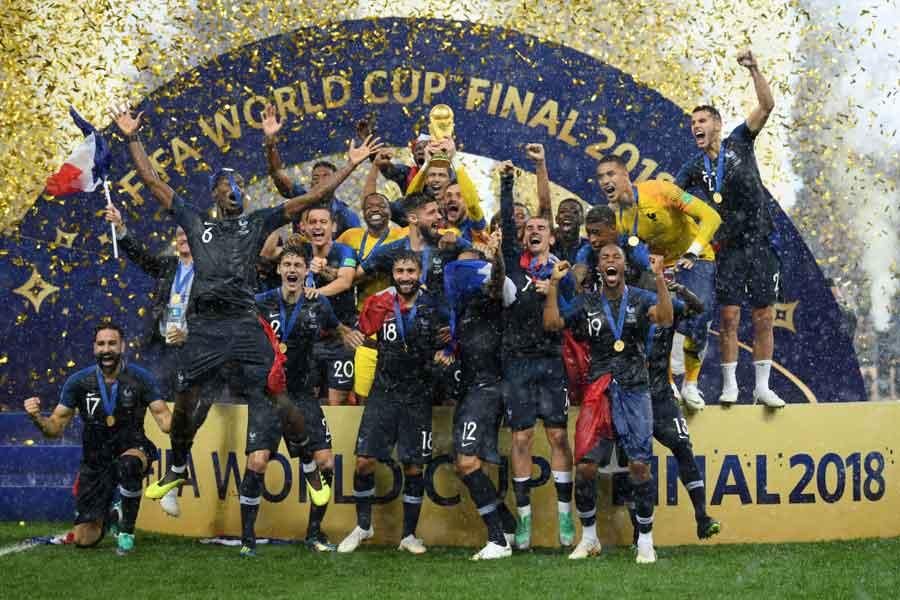 20年ぶり2度目の大会優勝を飾ったフランスだが、デシャン監督が出席した試合後の記者会見は大波乱の様相を呈した【写真:Getty Images】