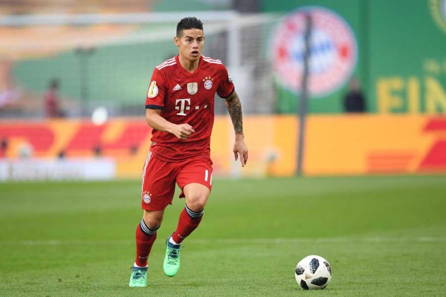 バイエルン・ミュンヘンでプレーするハメス・ロドリゲスの義父が、レアル・マドリード復帰を示唆するコメントをした【写真:Getty Images】