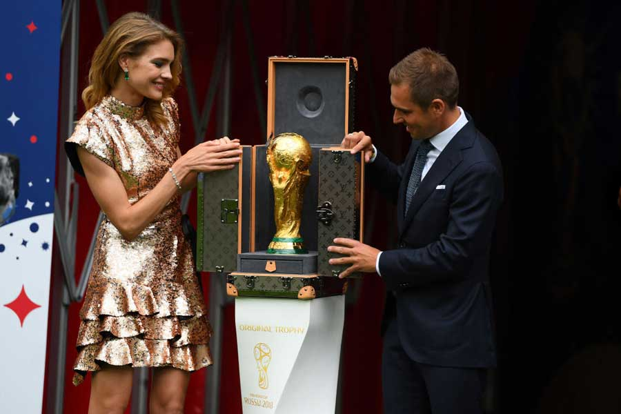 ロシアW杯閉会式で脚光を浴びたのは、モデルのナタリア・ヴォディアノヴァさんだ【写真:Getty Images】