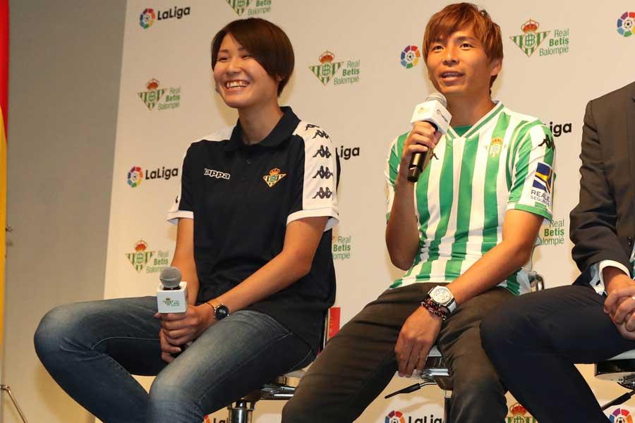昨年10月にベティス女子チームに移籍したGK山根が、べティスの街の印象を乾に助言した【写真:Football ZONE web】