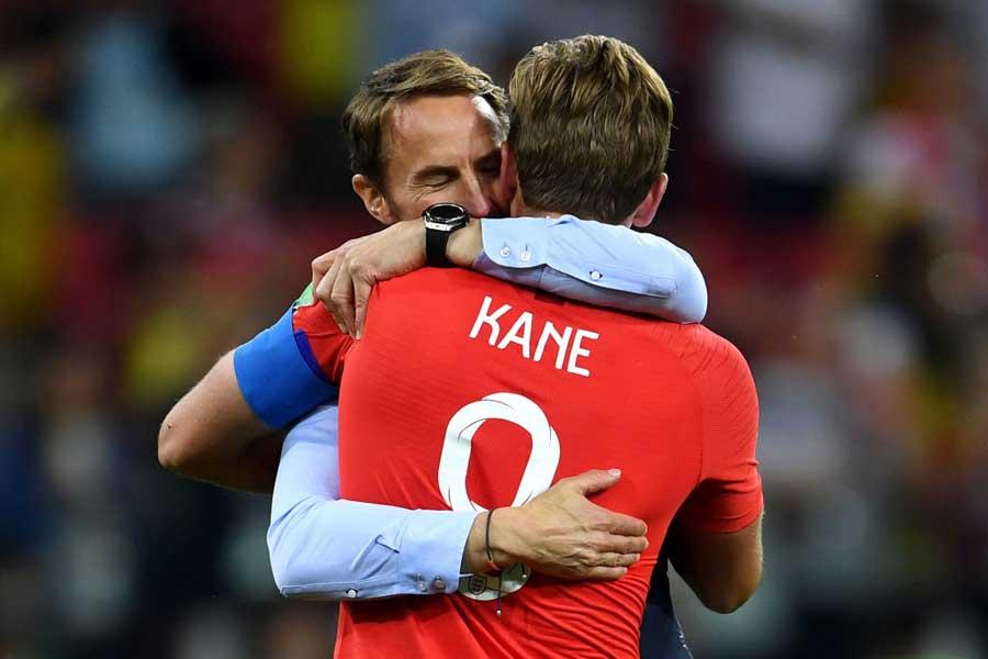 イングランドのサウスゲイト監督(左)は選手たちを褒め称えた【写真:Getty Images】