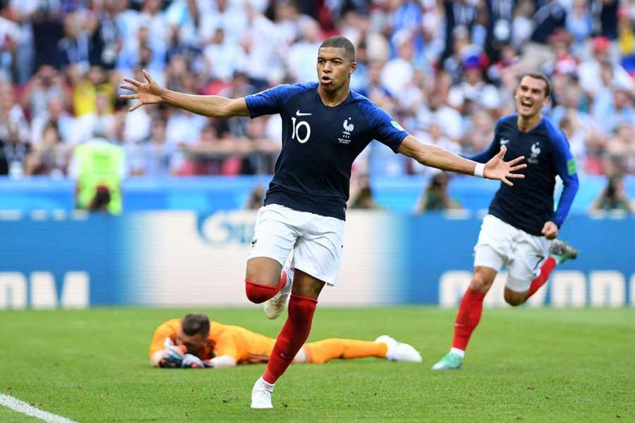 アルゼンチン戦で、2得点とPK獲得の活躍でチームを4-3の勝利に導いたフランス代表FWキリアン・ムバッペ【写真:Getty Images】