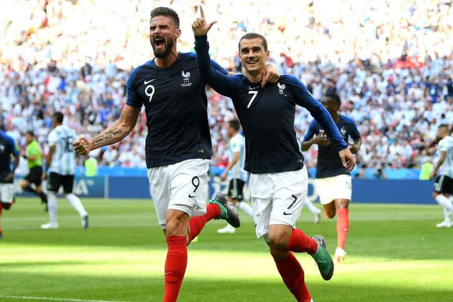 (右)フランス代表FWグリーズマンは、ウルグアイを自身の「第2の国」と表現してエモーショナル試合になるだろうと語った【写真:Getty Images】