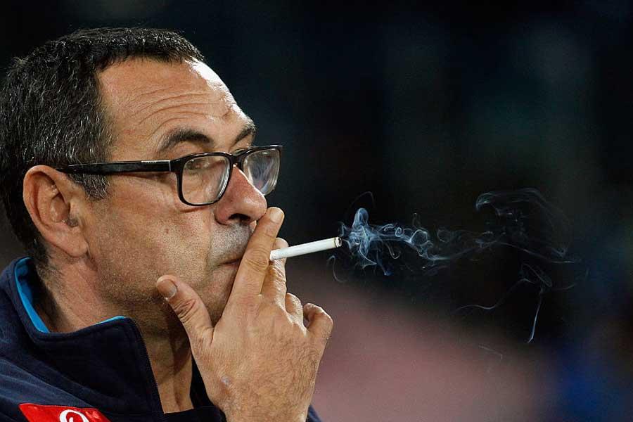 チェルシーのオーナー、ロマン・アブラモビッチ氏はサッリ監督に記者会見時のスーツ着用と、ハーフタイムの喫煙禁止を命じたと報じられた【写真:Getty Images】