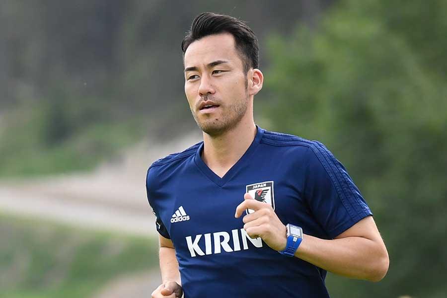 吉田が自身の公式ツイッターで、三浦知良と武藤嘉紀との3ショットを公開している【写真:Getty Images】