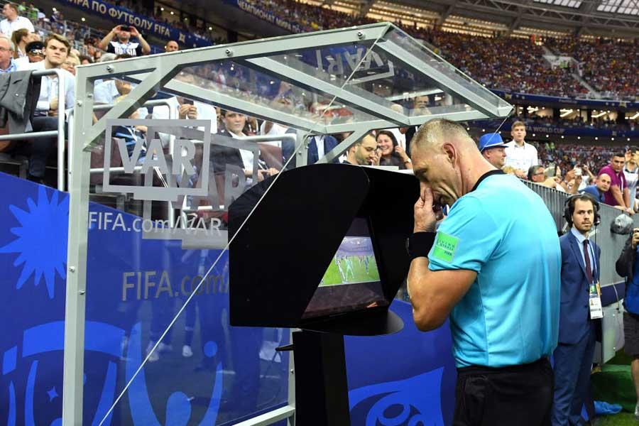 UEFA審判委員長は、今季のUEFAチャンピオンズリーグでのVAR導入を否定した【写真:Getty Images】