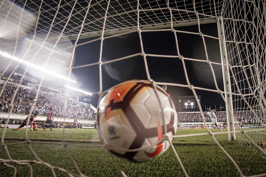 全米大学体育協会の女子サッカーリーグで驚愕のプレーからゴールが生まれた(写真はイメージです)【写真:Getty Images】