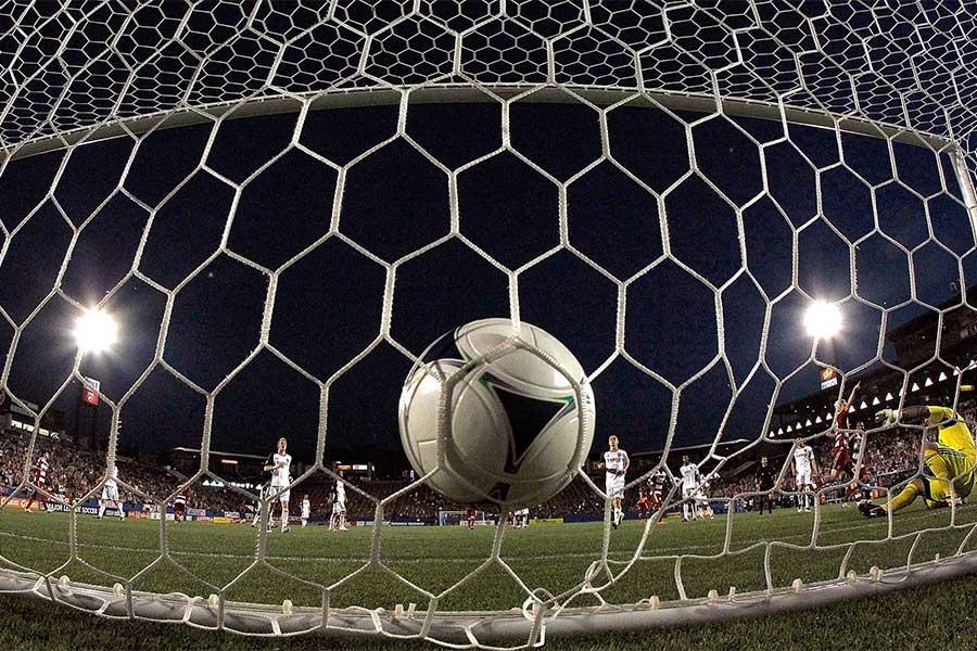 ヨルダン代表GKのパントキックがそのままネットを揺らすという珍ゴールが生まれた(写真はイメージです)【写真:Getty Images】