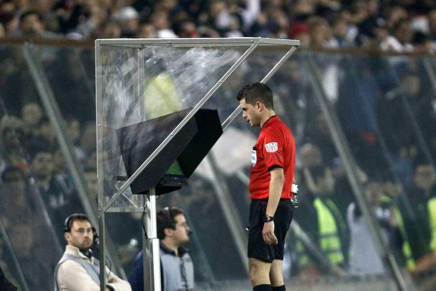 UEFAは、来季8月のCL予選からのVAR導入を決めた【写真:Getty Images】