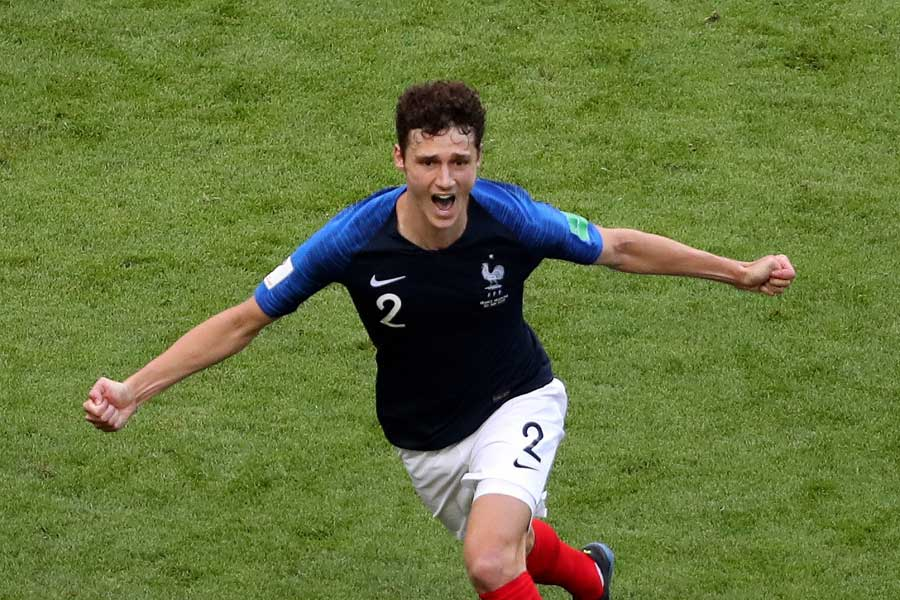 ロシアW杯ベストゴールに輝くスーパーボレーを決めたフランス代表DFベンジャマン・パバールにビッグクラブが熱視線【写真:Getty Images】
