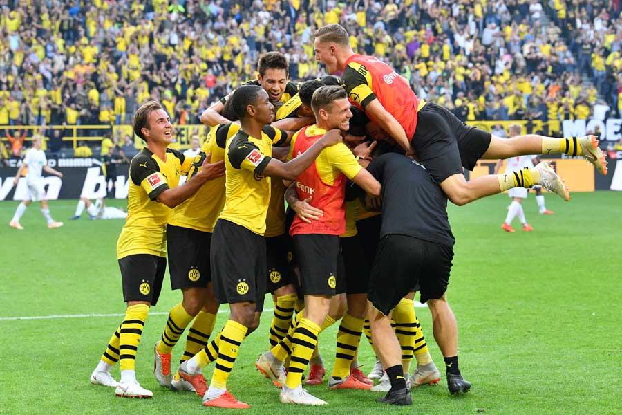 ドルトムントは現地時間6日にホームでアウクスブルクと対戦し、4-3で逆転勝利を飾った【写真:AP】