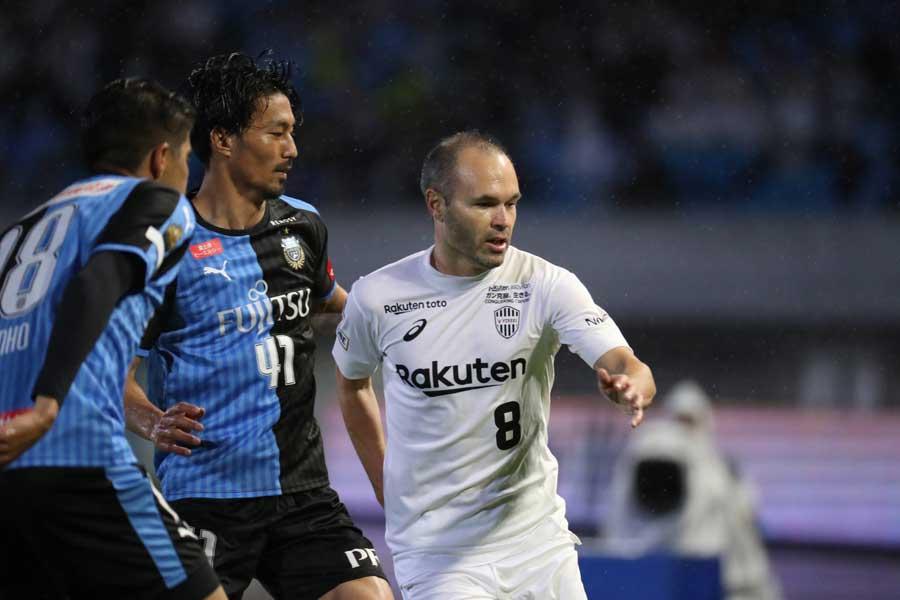 神戸MFイニエスタは試合後、首位を走る川崎に賛辞を送った【写真:Football ZONE web】