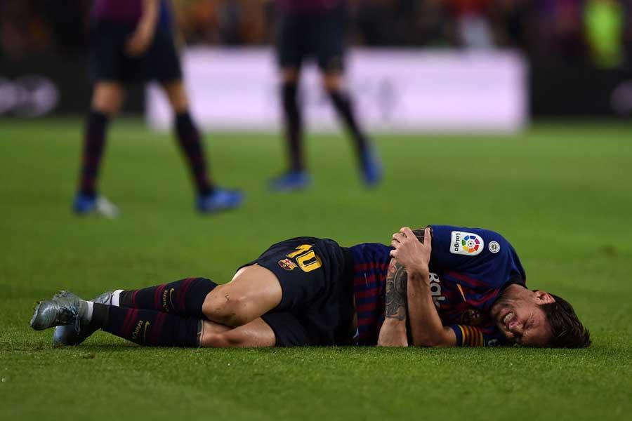 セビージャ戦で右腕を骨折したバルセロナFWメッシ【写真:Getty Images】