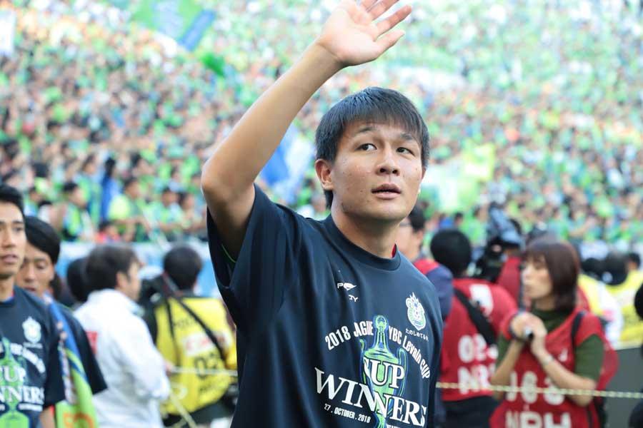 大会MVPに選ばれた湘南ベルマーレDF杉岡【写真:荒川祐史】