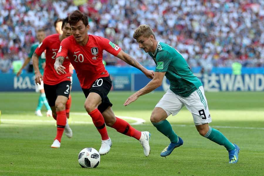 チャン・ヒョンス(左)は、韓国代表選手資格の永久剥奪が下された【写真:Getty Images】