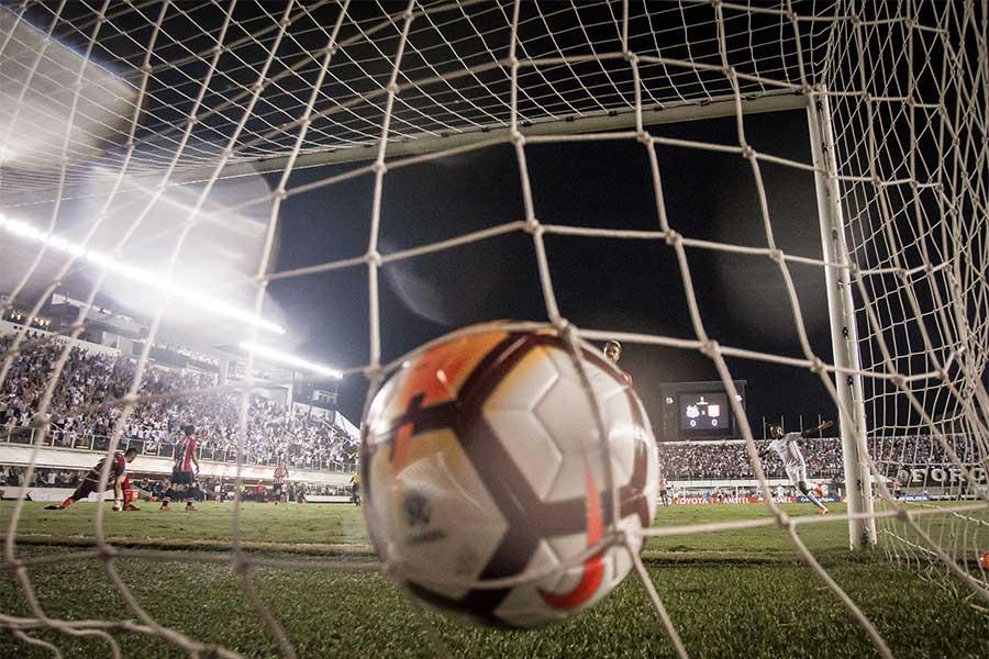 セロ・ポルテーニョのMFフェルナンド・オベラールがパラグアイリーグ最年少ゴール記録を更新した(写真はイメージです)【写真:Getty Images】