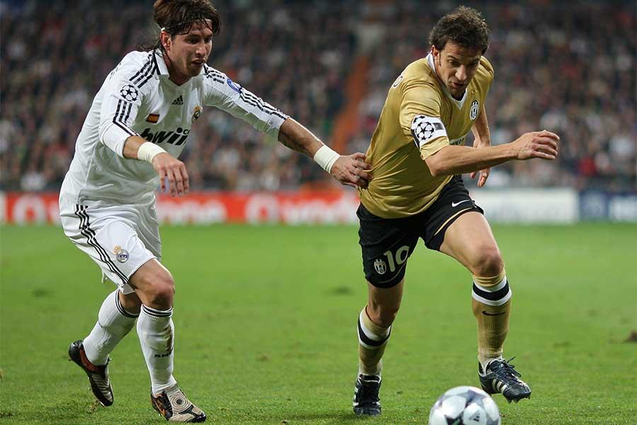 2008年11月5日のCLレアル戦で2ゴールを挙げたデル・ピエロ(右)【写真:Getty Images】