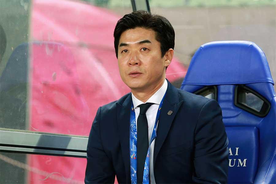 C大阪は20日、ユン・ジョンファン監督と来季の契約を更新しないと発表した【写真:Getty Images】