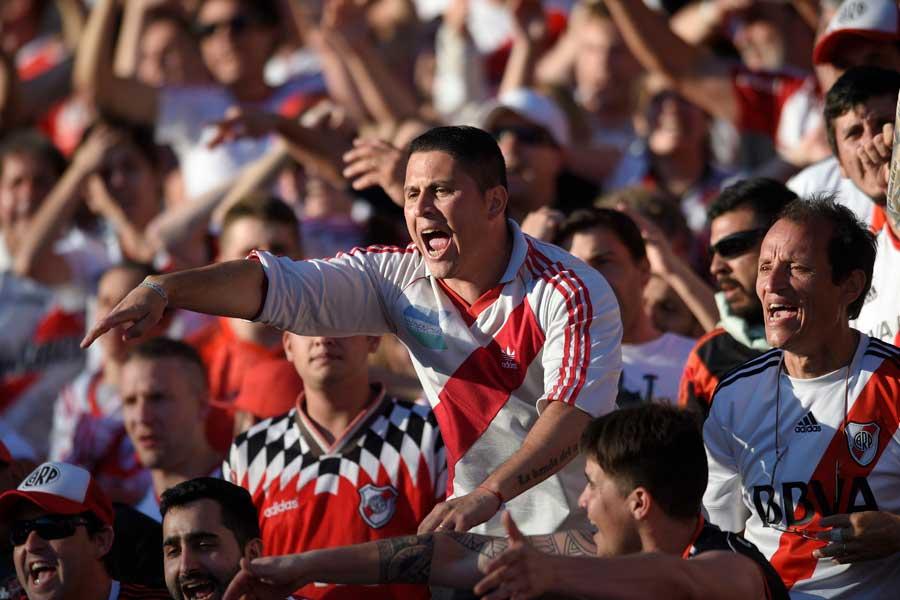 南米王者を決めるリベルタドーレス杯決勝第2戦がサポーターの暴動により2度にわたり試合が延期している【写真:AP】
