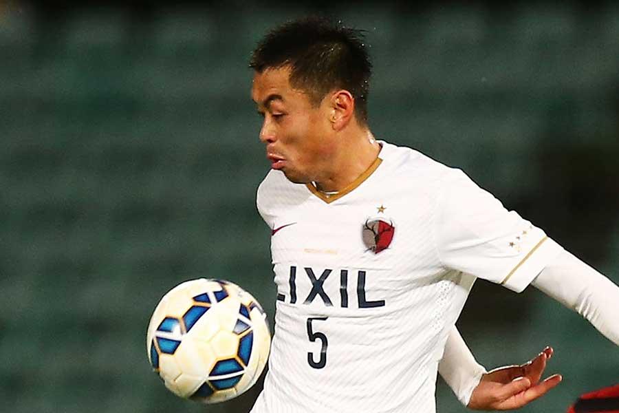 長年鹿島に所属し、今季は熊本でプレーしたDF青木剛【写真:Getty Images】