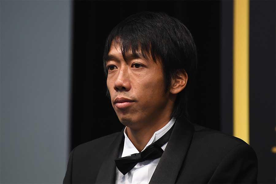 中村憲剛は38歳での史上最年長受賞となった【写真:Getty Images】