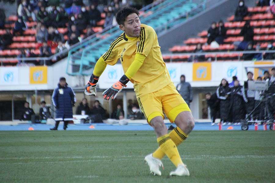 那覇西のGK新垣凱斗【写真:Football ZONE web】