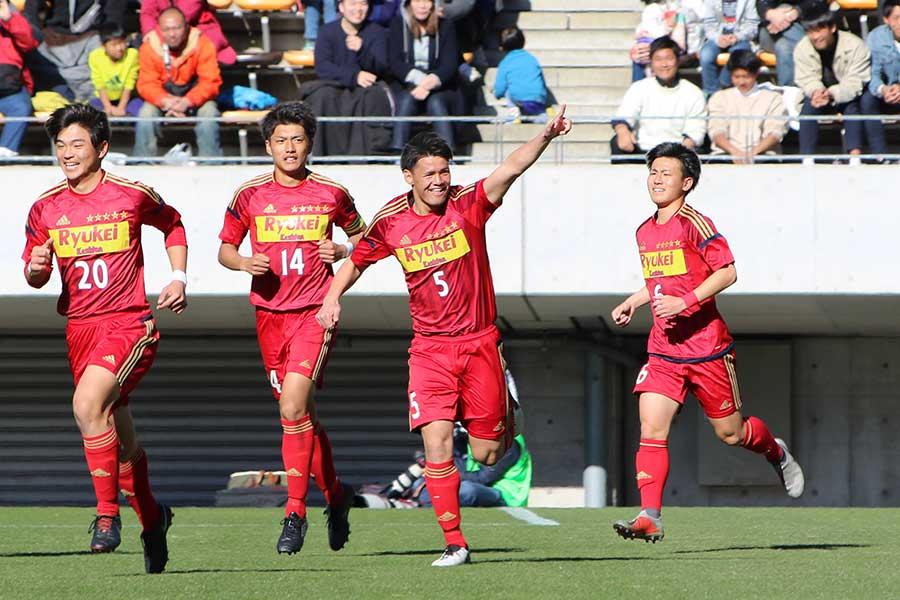 関川郁万が決勝ゴールを挙げた【写真:Football ZONE web】