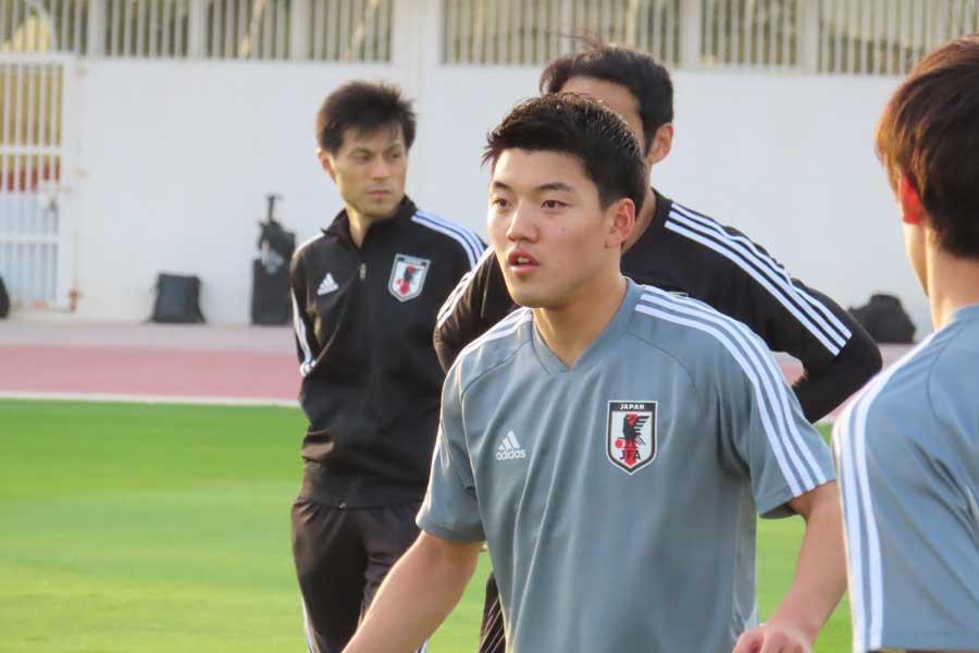 中島の離脱を受けて、2列目をともに形成していた堂安は「本当に痛い」と率直な思いを吐露した【写真:Football ZONE web】