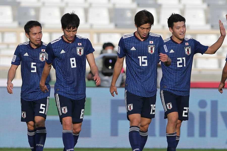 アジアカップ初戦、3-2と苦しめられながら白星発進を飾った日本代表【写真:AP】