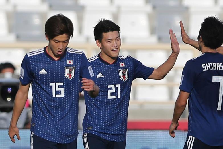 日本代表のMF堂安律(中央)【写真:AP】